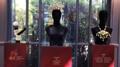 Flower x Exhibition of Head Dress in Thai Literature